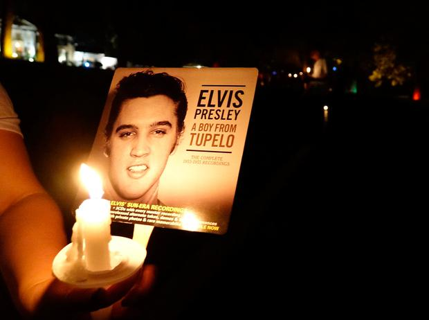 Mourners gather to commemorate the 40th anniversary of the death of singer Elvis Presley at his former home of Graceland, in Memphis, Tennessee, US. REUTERS/Karen Pulfer Focht