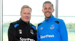 Ronald Koeman with Gylfi Sigurdsson. Image credit: Everton.