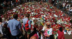 An impromptu memorial at the site where a van crashed into pedestrians at Las Ramblas in Barcelona Photo: Reuters/Albert Gea