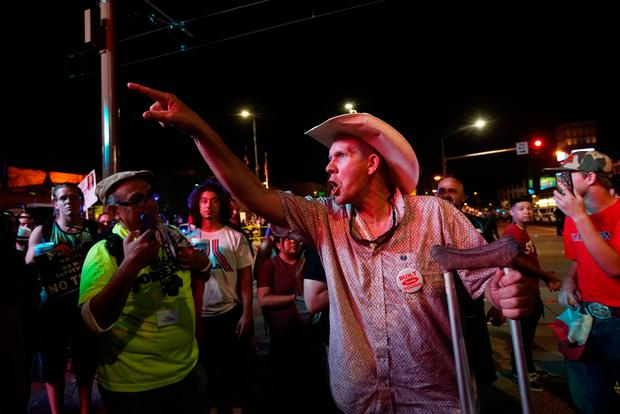 REFILE - CLARIFYING CAPTION Pro-Trump supporters face off with anti-Trump protesters outside a Donald Trump campaign rally in Phoenix, Arizona, U.S. August 22, 2017. REUTERS/Sandy Huffaker