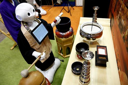 Robot-for-hire programed to perform Buddhist funeral rites