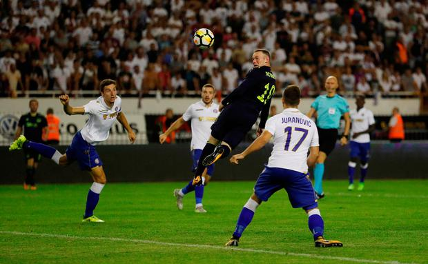 Everton's Wayne Rooney heads at goal. Photo: Reuters/Andrew Boyers