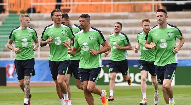 Republic of Ireland players, from left, Jeff Hendrick, Jonathan Walters and Robbie Keane in action during squad training in Versailles, Paris, France. (Photo By David Maher/Sportsfile via Getty Images)