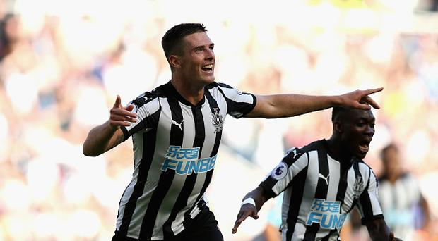 Ciaran Clark of Newcastle United celebrates scoring his sides second goal during the Premier League match between Newcastle United and West Ham United at St. James Park on August 26, 2017 in Newcastle upon Tyne, England. (Photo by Jan Kruger/Getty Images)