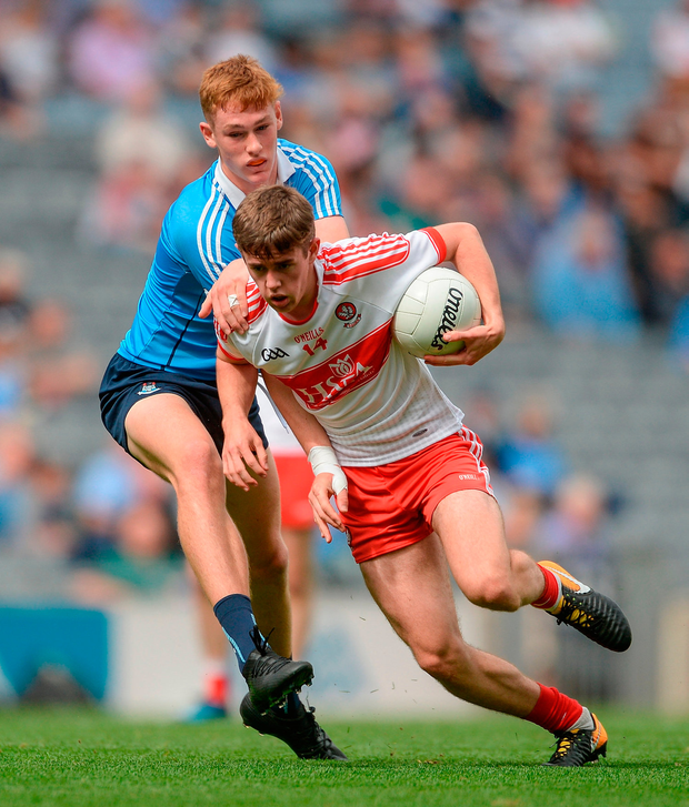 Lorcan McWilliams of Derry in action against Peadar Ó Cofaigh Byrne of Dublin. Photo by Piaras Ó Mídheach/Sportsfile