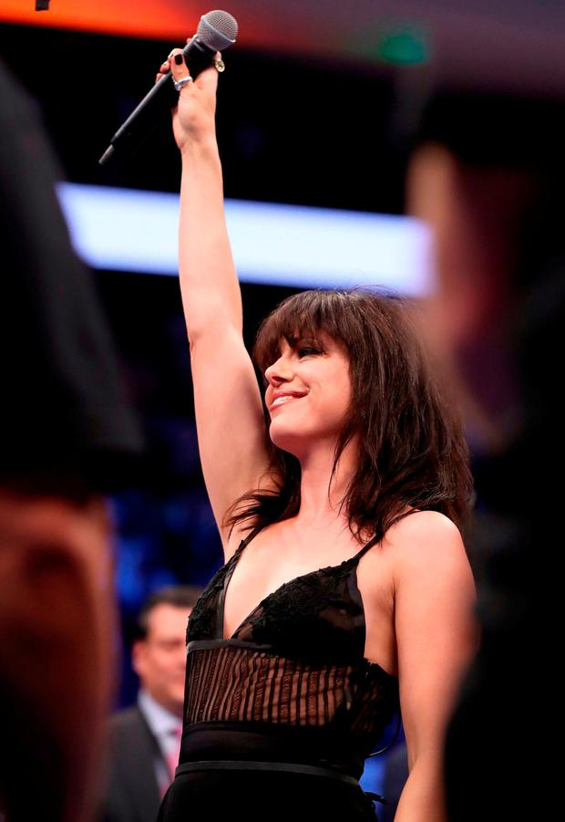 Imelda May sings the national anthem of Ireland prior to the super welterweight boxing match on August 26, 2017 at T-Mobile Arena in Las Vegas, Nevada. Photo: Christian Petersen/Getty Images