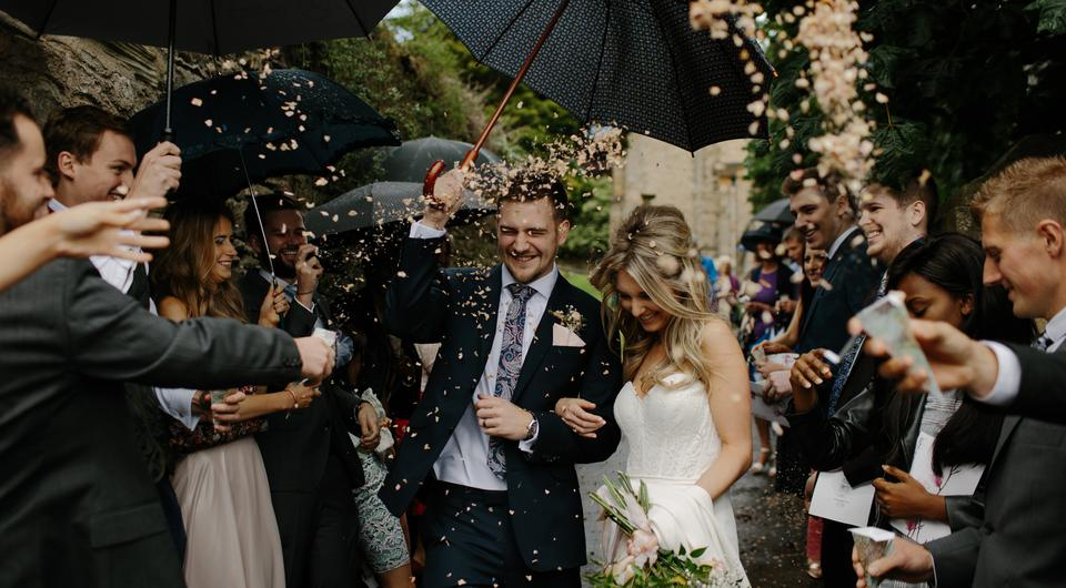 Confetti couple | Photo by Tom Pumford