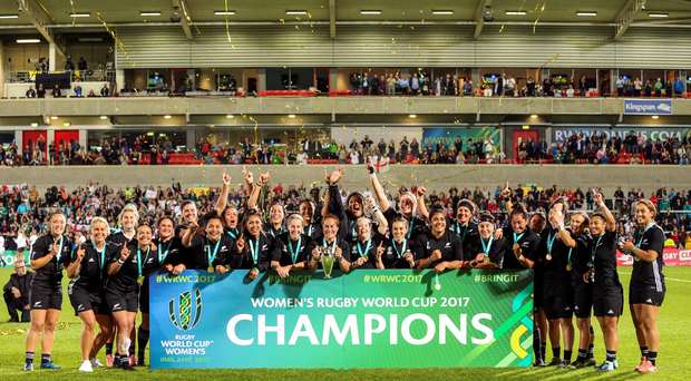 New Zealand celebrate after winning the 2017 Women's Rugby World Cup Final at Kingspan Stadium in Belfast. Photo by John Dickson/Sportsfile