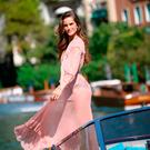 Brazilian model Izabel Goulart poses for photographers as she arrives at the Excelsior Hotel during the 74th Venice Film Festival on August 30, 2017 at Venice Lido. / AFP PHOTO / Filippo MONTEFORTEFILIPPO MONTEFORTE/AFP/Getty Images
