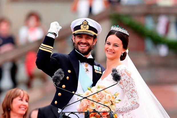 Prince Carl Philip of Sweden and his wife Princess Sofia of Sweden salute the crowd after their marriage ceremony on June 13, 2015 in Stockholm, Sweden. (Photo by Ragnar Singsaas/Getty Images)