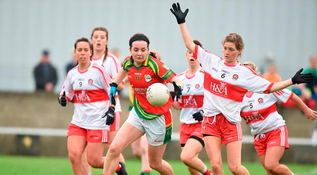Aoibhinn Gilmartin of Carlow in action against Katie Holly of Derry. Photo by Matt Browne/Sportsfile
