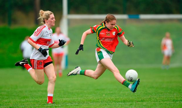 Rachel Sawyer of Carlow in action against Aoife McGeogh of Derry. Photo by Matt Browne/Sportsfile