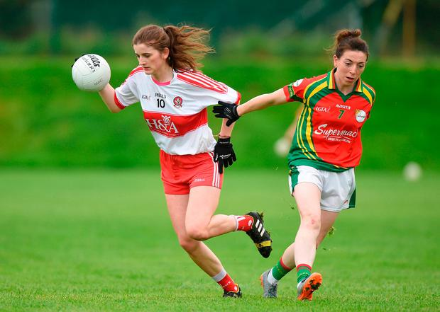 Jackie Donnelly of Derry in action against Leah Mullins of Carlow. Photo by Matt Browne/Sportsfile