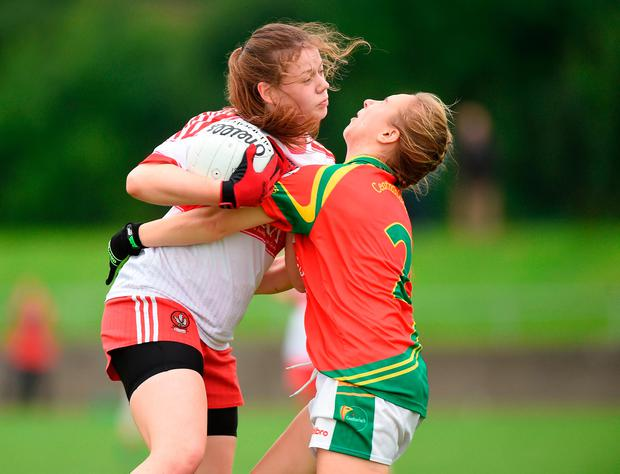 Annie Crozier of Derry in action against Antoinette Dowling of Carlow. Photo by Matt Browne/Sportsfile