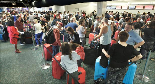 Departing passengers form a long queue to check in at Orlando International Airport ahead of Hurricane Irma making landfall, in Florida, U.S. September 9, 2017. REUTERS/Gregg Newton