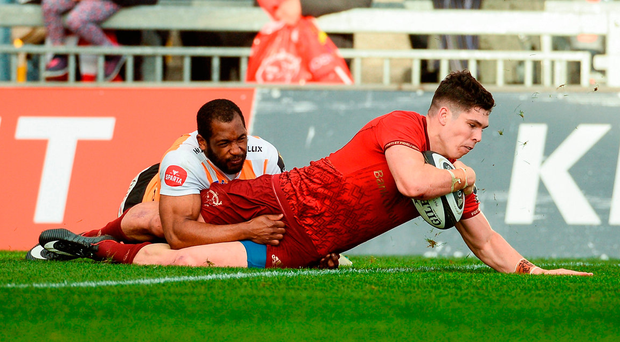 Munster's Alex Wootton goes over in the corner to score his fourth try of the game despite the efforts of Sergeal Petersen of the Cheetahs. Photo by Diarmuid Greene/Sportsfile