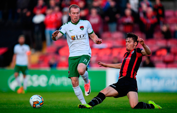 Stephen Dooley of Cork City in action against Tristan Noack-Hofmann of Longford Town. Photo by Stephen McCarthy/Sportsfile