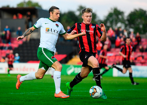 Karl Sheppard of Cork City in action against Daniel O'Reilly of Longford Town. Photo by Stephen McCarthy/Sportsfile