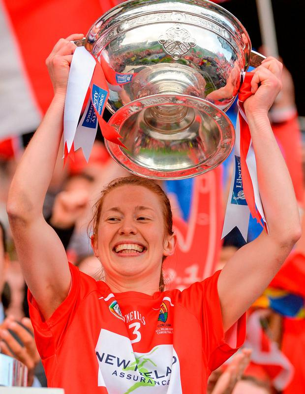 Cork captain Rena Buckley lifts The O'Duffy Cup. Photo by Piaras Ó Mídheach/Sportsfile