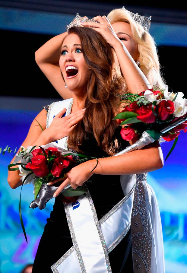 Miss North Dakota 2017 Cara Mund is crowned as Miss America 2018 by Miss America 2017 Savvy Shields during the 2018 Miss America Competition Show at Boardwalk Hall Arena on September 10, 2017 in Atlantic City, New Jersey. (Photo by Michael Loccisano/Getty Images for Dick Clark Productions)