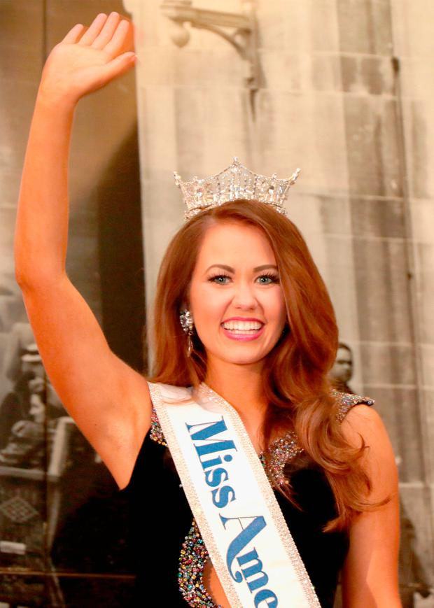 Newly crowned Miss America 2018 (Miss North Dakota 2017) Cara Mund celebrates during the 2018 Miss America Competition Press Conference at Boardwalk Hall Arena on September 10, 2017 in Atlantic City, New Jersey. (Photo by Donald Kravitz/Getty Images for Dick Clark Productions)