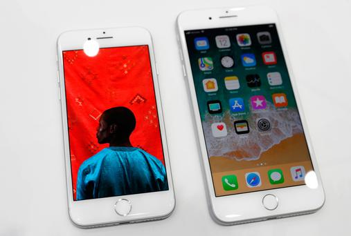 The new iPhone 8 (L) and iPhone 8 Plus. Photo: REUTERS/Stephen Lam