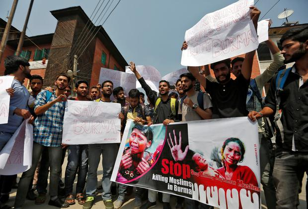 Kashmiri students shout slogans during a protest against what they say are the killings of Rohingya people in Myanmar, in Srinagar, September 13, 2017. REUTERS/Danish Ismail