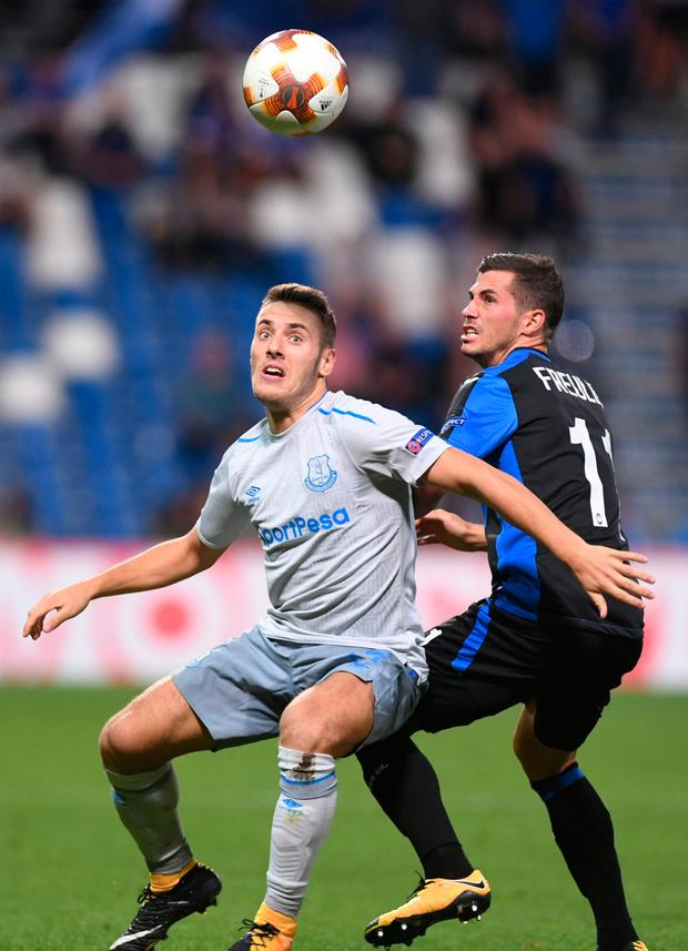 Everton's Nikola Vlasic battles for the ball with Atalanta's Remo Freuler. Photo: Alberto Lingria/Reuters