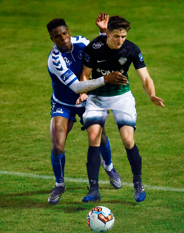 Keith Buckley of Bray Wanderers in action against Chiedozie Ogbene of Limerick. Photo by David Fitzgerald/Sportsfile