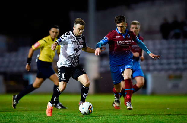 Keith Ward of Bohemians in action against Shane Elworthy of Drogheda United. Photo by Seb Daly/Sportsfile