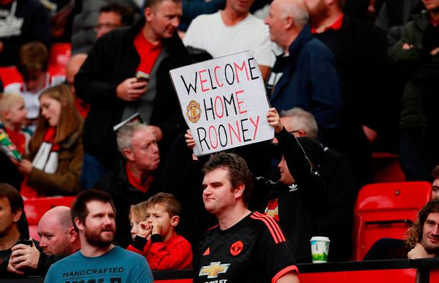 A Manchester United supporter has words of welcome for Wayne Rooney. Photo: Reuters/Jason Cairnduff