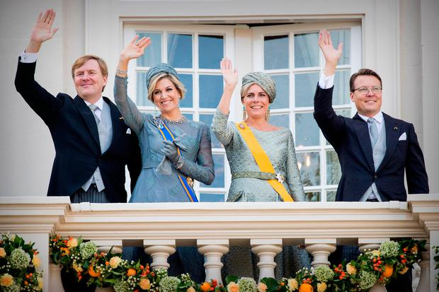 King Willem-Alexander of The Netherlands, Queen Maxima of The Netherlands, Princess Laurentien of The Netherlands and Prince Constantijn of the Netherlands at the balcony of Palace Noordeinde during Prinsjesdag on September 19, 2017 in The Hague, Netherlands. Prinsjesdag is the annual opening of the Dutch Parliamentary year. (Photo by Patrick van Katwijk/Getty Images)