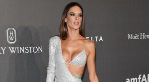 Alessandra Ambrosio walks the red carpet of amfAR Gala Milano on September 21, 2017 in Milan, Italy. (Photo by Venturelli/Getty Images for amfAR)