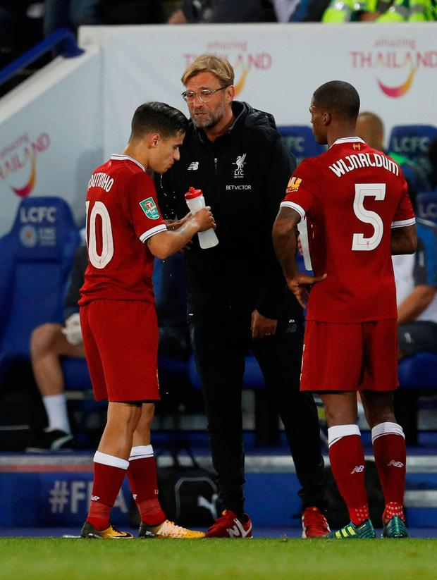 Liverpool manager Jurgen Klopp speaks to Philippe Coutinho during Leicester defeat