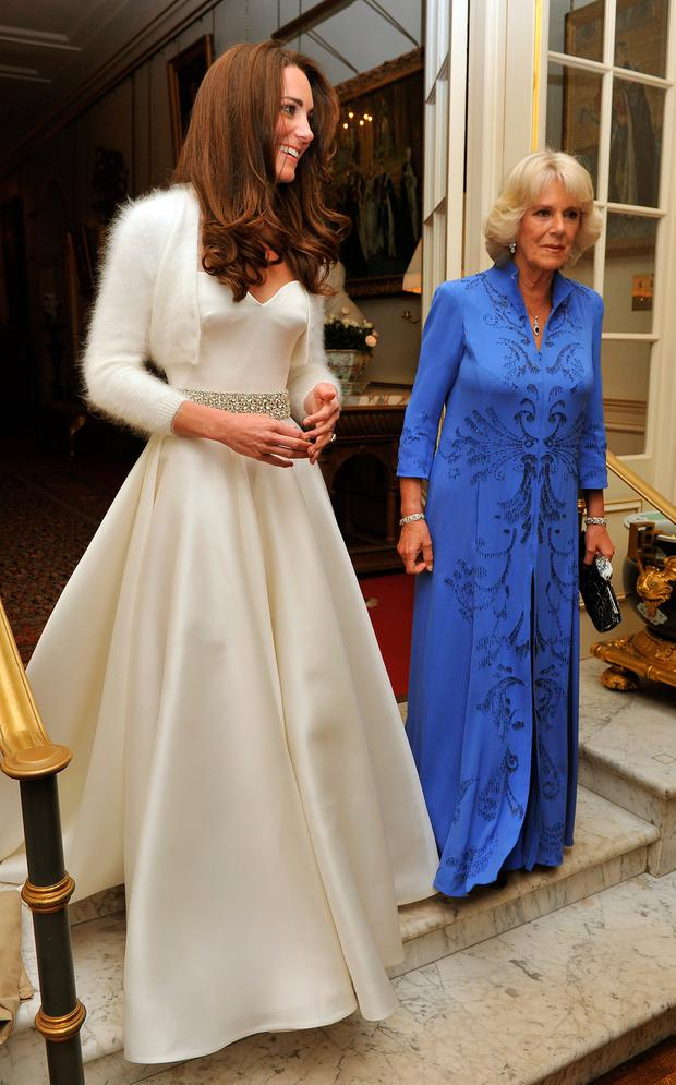 Kate, the Duchess of Cambridge leaves Clarence House accompanied by Camilla, the Duchess of Cornwall to travel to Buckingham Palace for the evening celebrations following her wedding to Prince William earlier in the day on April 29, 2011 in London. AFP PHOTO/WPA POOL/ John Stillwell
