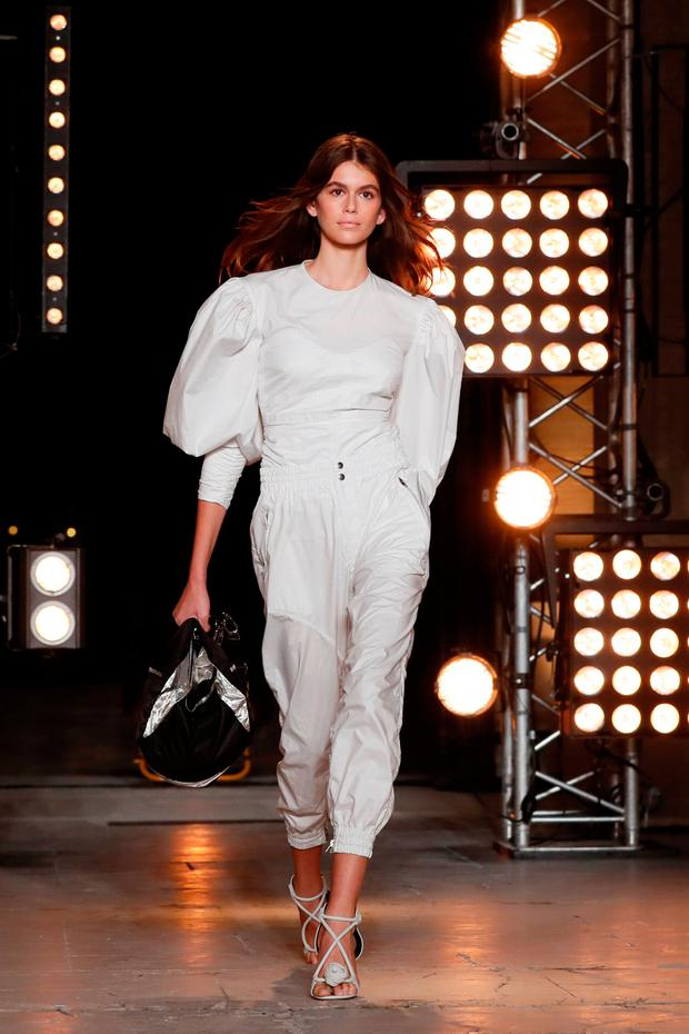 Model Kaia Gerber presents a creation by French designer Isabel Marant as part of her Spring/Summer 2018 women's ready-to-wear collection show during Paris Fashion Week, France, September 28, 2017. REUTERS/Gonzalo Fuentes