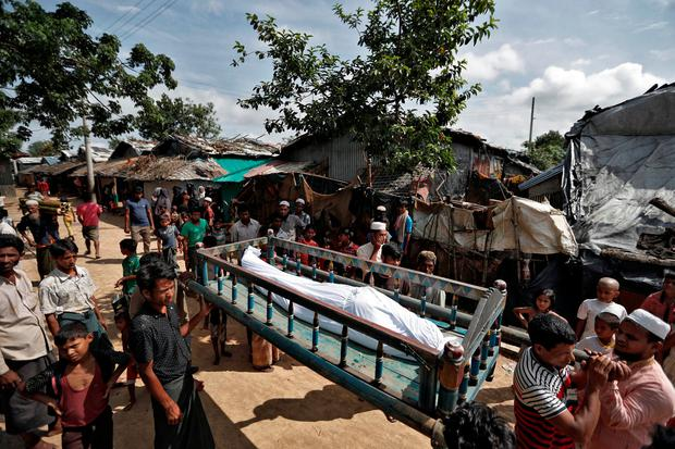 Rohingya refugees carry the remains of a man who, according to family members, succumbed to injuries inflicted by the Myanmar Army before their arrival in Cox's Bazar, Bangladesh, September 29, 2017. REUTERS/Cathal McNaughton