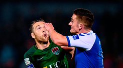 Karl Sheppard (left) and Tony Whitehead have eyes only for the ball during the FAI Cup semi-final at Turner's Cross Photo: Stephen McCarthy/Sportsfile