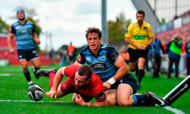 JJ Hanrahan of Munster scores his side's fifth and his second try. Photo by Brendan Moran/Sportsfile