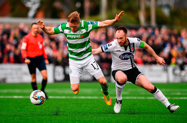 Simon Madden of Shamrock Rovers in action against Stephen O'Donnell of Dundalk. Photo by Stephen McCarthy/Sportsfile