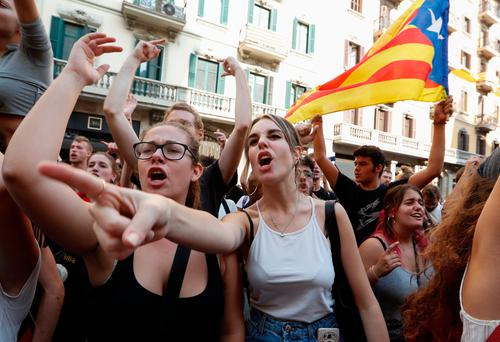 Crowds demonstrate against the crackdown outside a police station in Barcelona Photo: Reuters