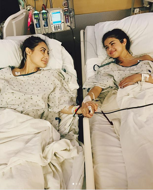 Selena Gomez posted this picture of her with best friend Francia Raisa, who gave her a kidney