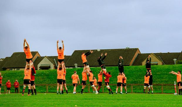 Players go through their lineout routine. Photo by Diarmuid Greene/Sportsfile