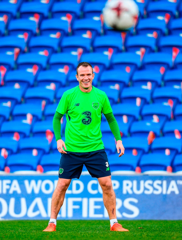 Glenn Whelan keeps his eye on the ball during yesterday's training session at Cardiff City Stadium ahead of tonight's crucial qualifier. Photo: Stephen McCarthy/Sportsfile