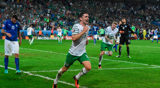 22 June 2016; Robbie Brady of Republic of Ireland celebrates after scoring his side's first goal of the game during the UEFA Euro 2016 Group E match between Italy and Republic of Ireland at Stade Pierre-Mauroy in Lille, France. Photo by David Maher / Sportsfile