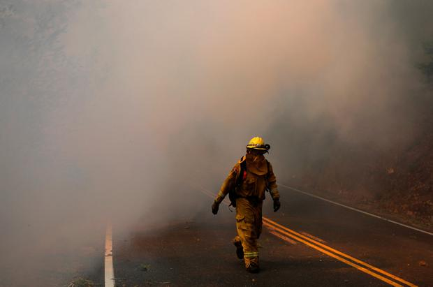Firefighters work to contain the Tubbs wildfire outside Calistoga, California, U.S. October 12, 2017. REUTERS/Jim Urquhart