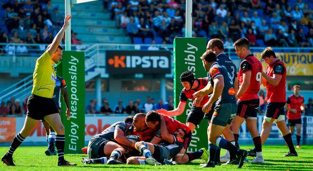 Simon Zebo of Munster scores his side's first try during the European Rugby Champions Cup Pool 4 Round 1 match between Castres Olympique and Munster at Stade Pierre Antoine in Castres, France. Photo by Brendan Moran/Sportsfile