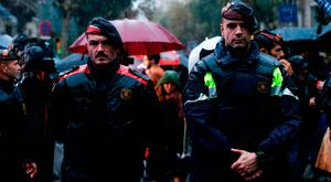 Catalan autonomous police officers, known as Mosso d'Esquadra, during a protest in Barcelona called by pro-independence supporters against the arrest of two Catalan separatists. Photo: Getty Images