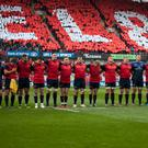Munster players pictured during the minute of silence in memory of Anthony Foley before the European Rugby Champions Cup Round 2 match between Munster Rugby and Glasgow Warriors at Thomond Park Stadium in Limerick, Ireland on October 22, 2016 (Photo by Andrew Surma/NurPhoto via Getty Images)