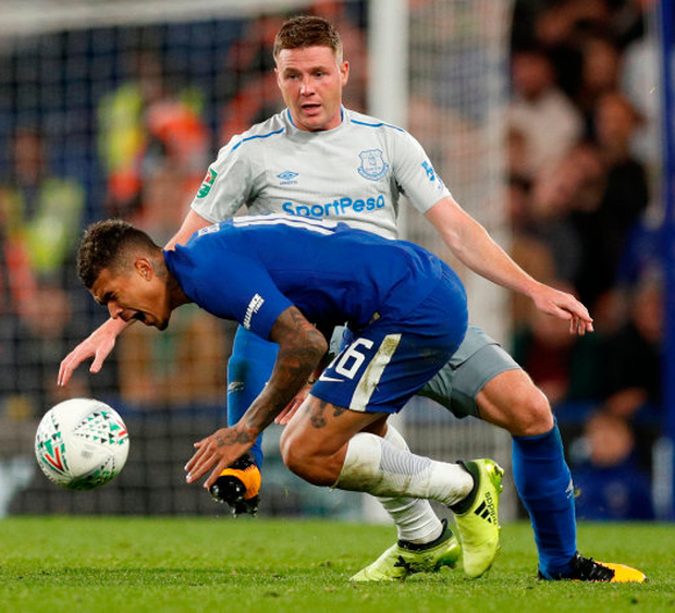 Everton's Irish midfielder James McCarthy tackles Chelsea's Kenedy during last night's League Cup fourth round clash at Stamford Bridge. Photo: Reuters